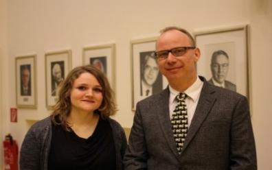 """Foto der Referenten S.K. Dold und H. Cario der Vorlesung des Kompetenzzentrums """"Ein Licht auf das Seltene werfen"""""""